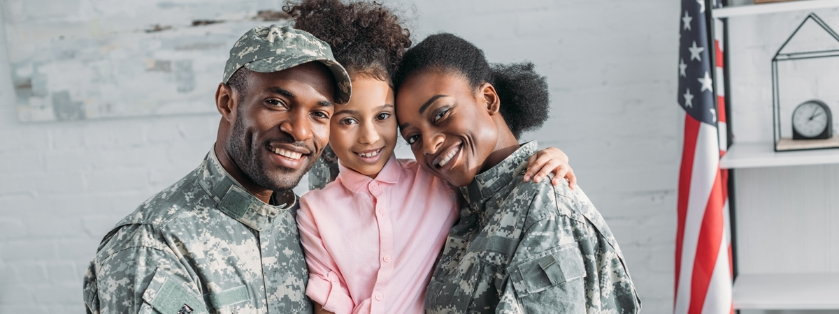 soldier couple with their daughter